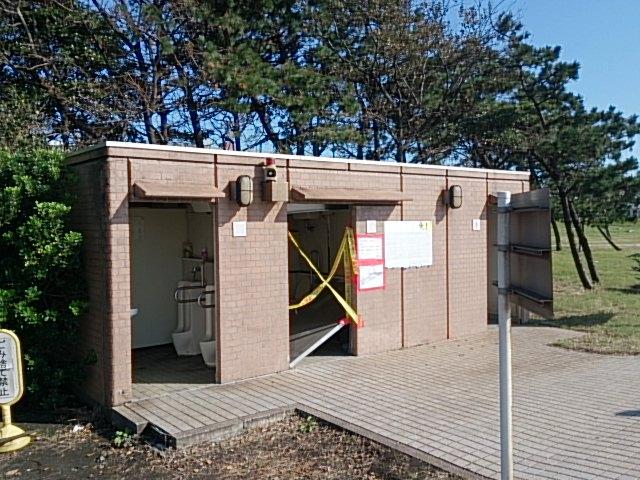 東扇島西公園トイレ損壊台風
