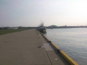 波崎新漁港 岸壁も無限大