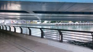 高島水際線公園橋脚下