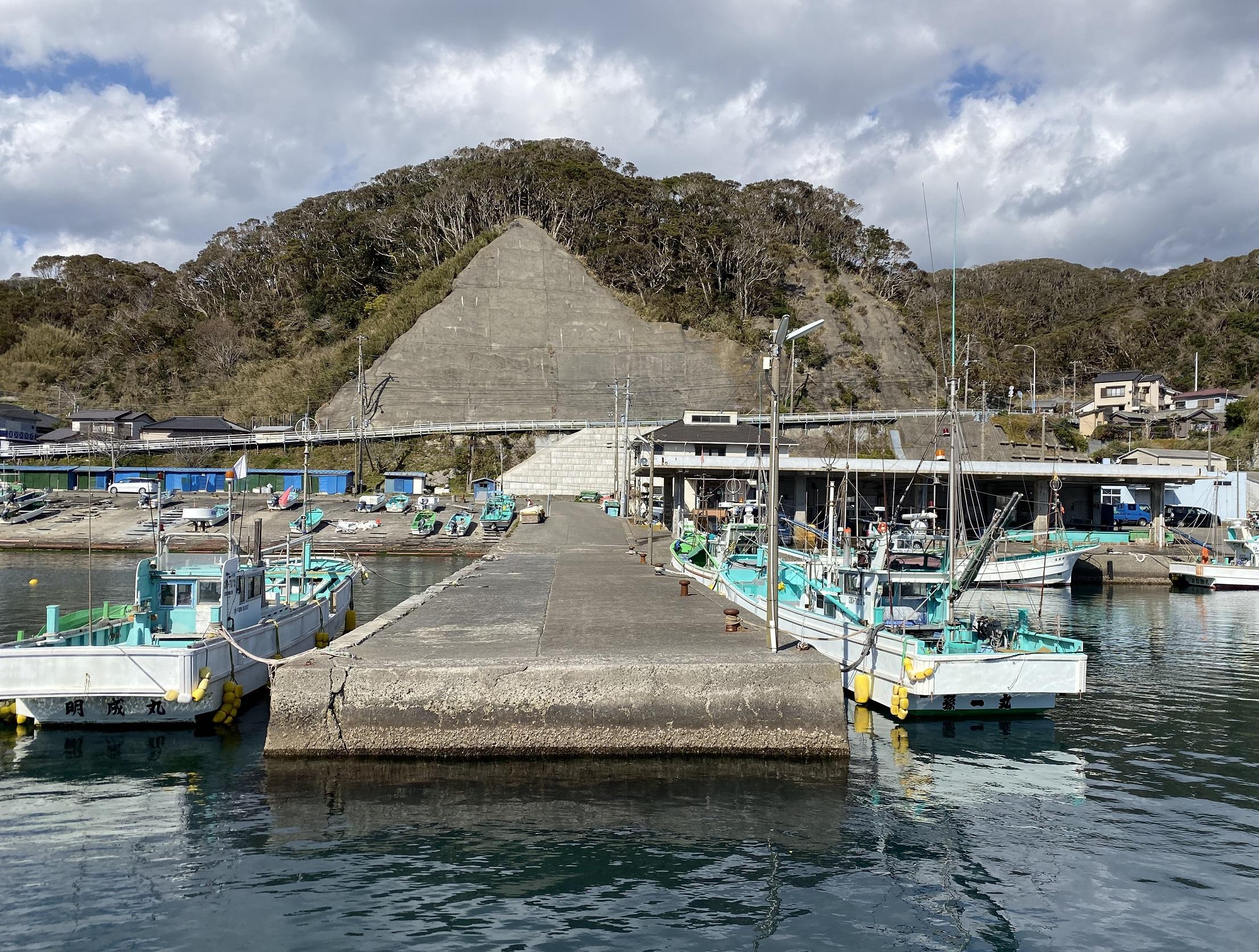 浜行川漁港 中央堤防
