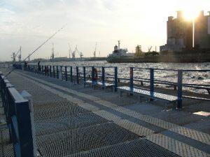 本牧海づり施設 桟橋の夕暮れ