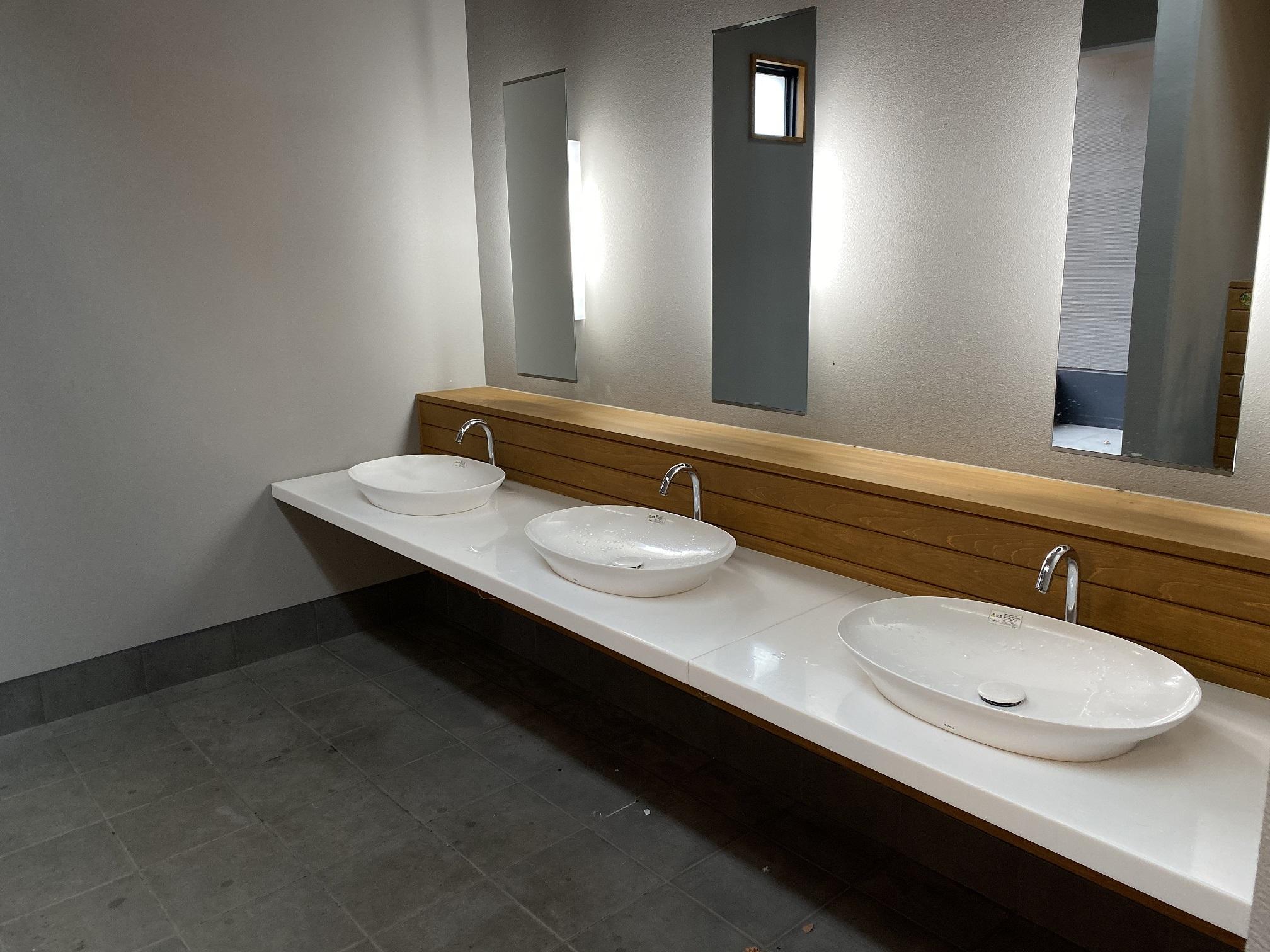 辰巳の森緑道公園 トイレ02