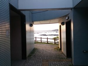 芝浦埋立地護岸 トイレ02