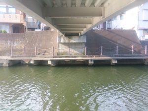 境川西水門 歩道橋下