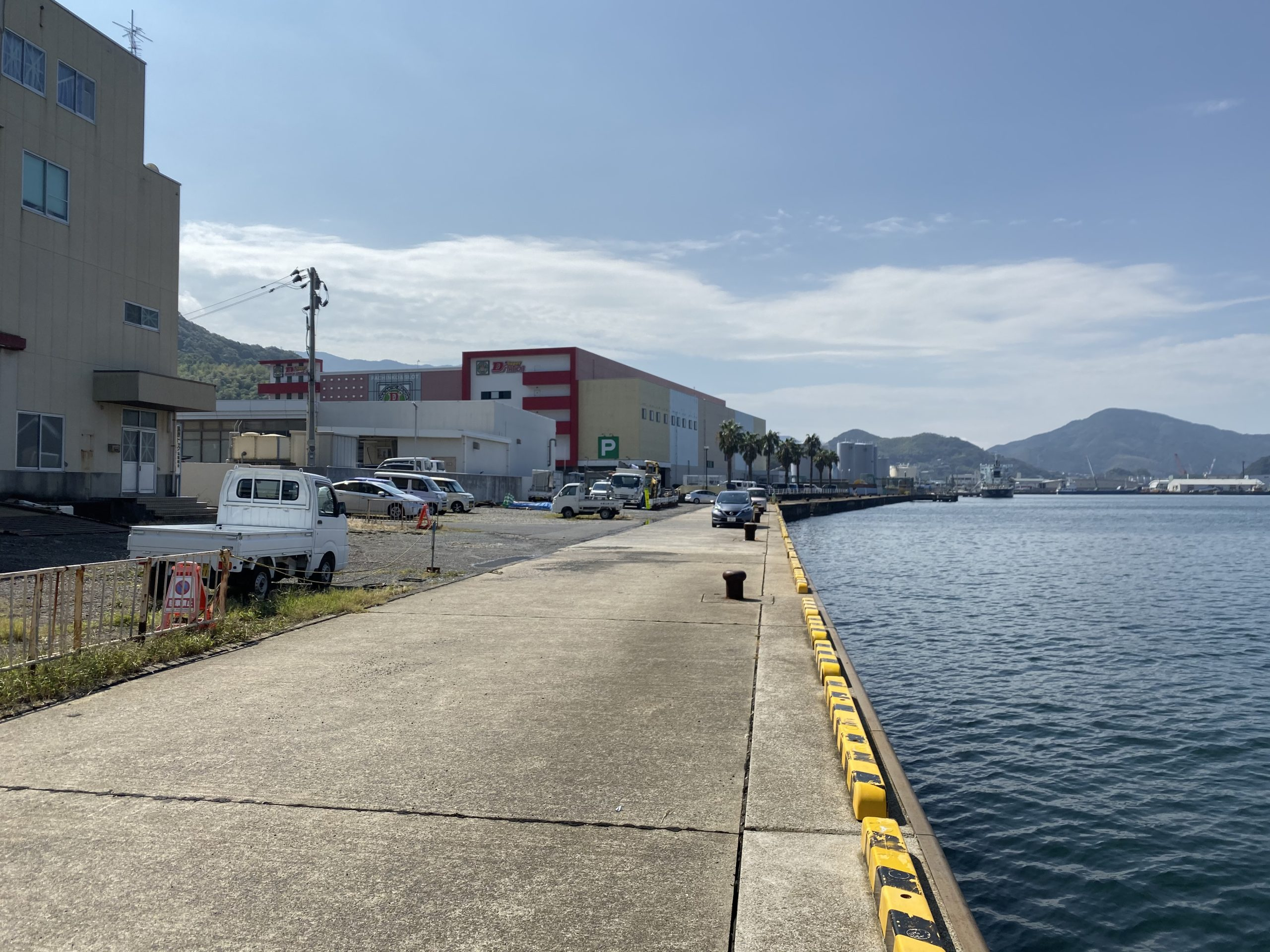 小ヶ倉護岸 駐車スペース